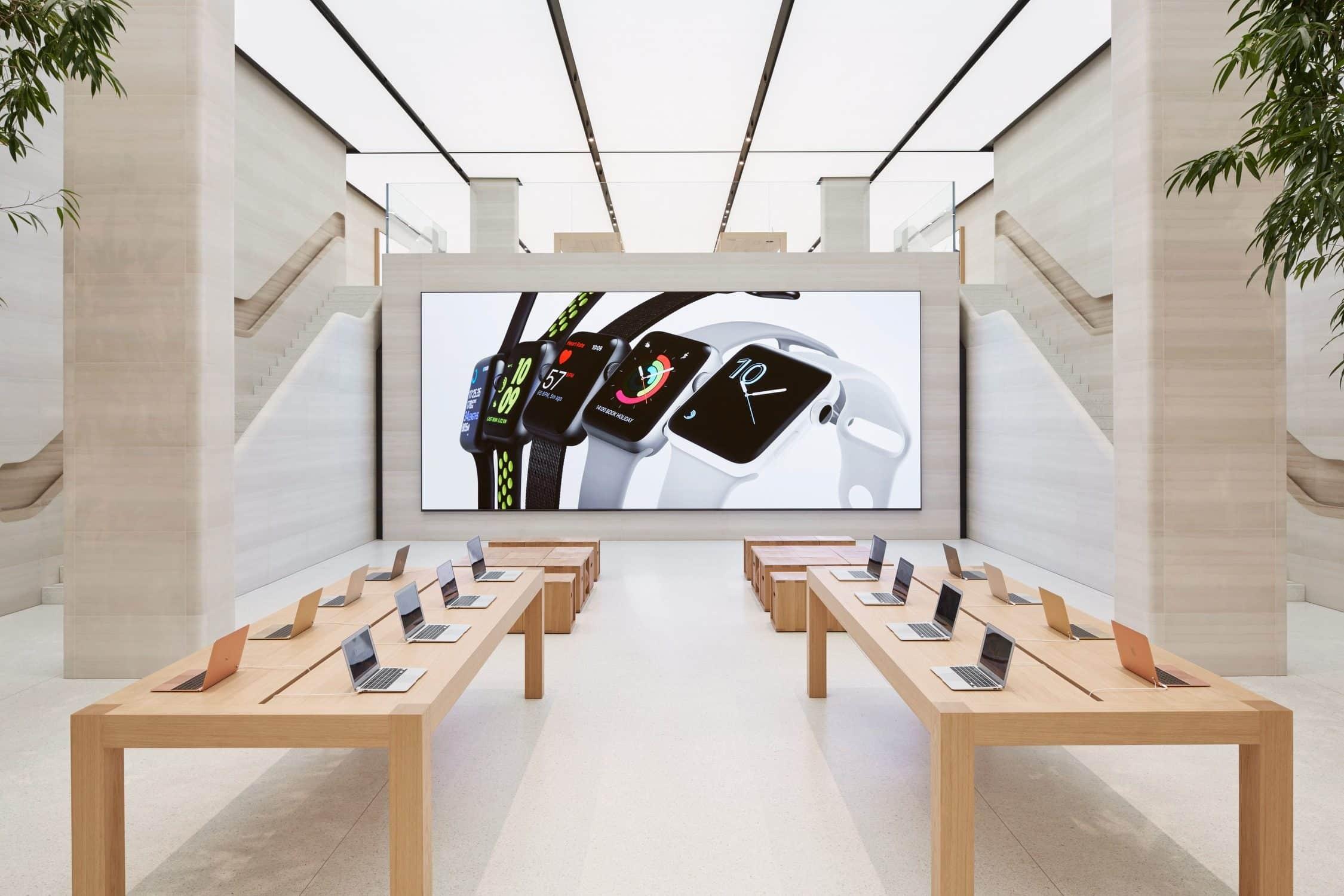 Apple Store Regent Street Londres écran digital et mobilier en bois - Darest Informatic