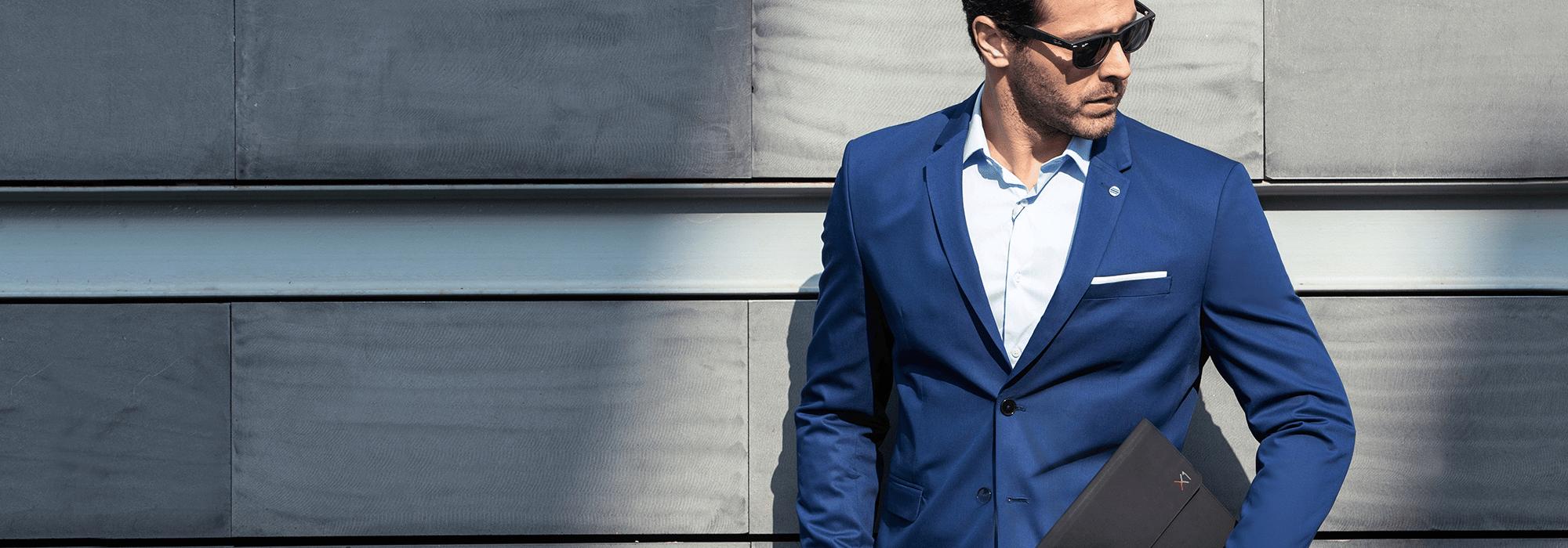 Bannière Lenovo homme en costume bleu - Darest Informatic