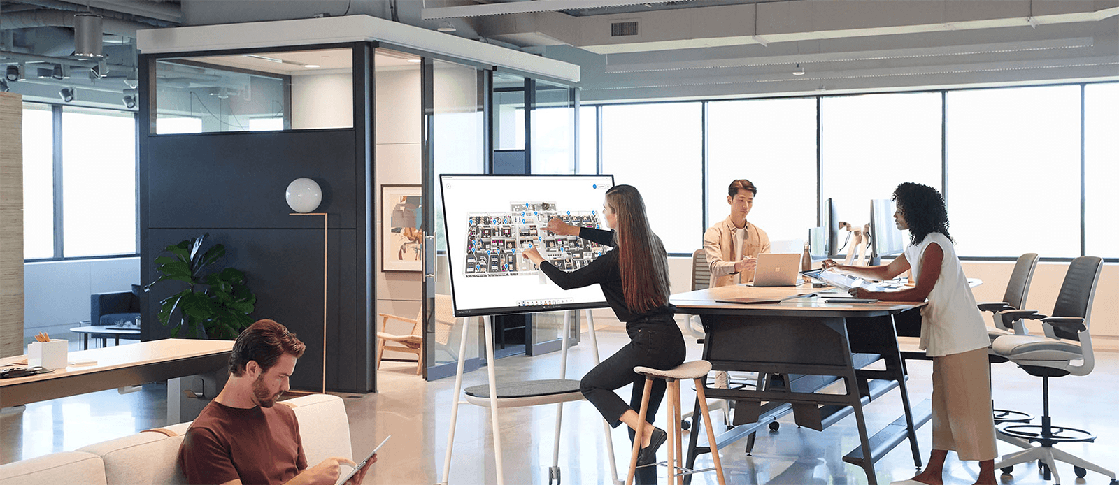 Microsoft Surface Hub 2S - Darest